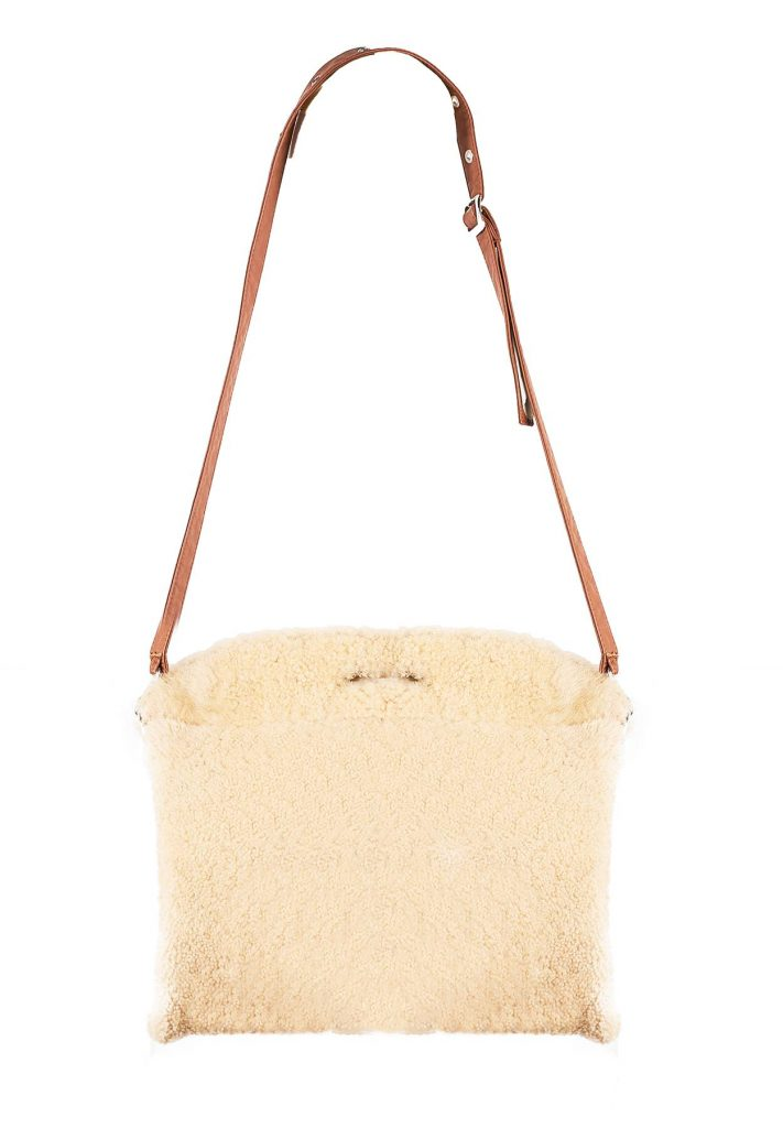 Tasche aus Shearling, gold und kamelfarben