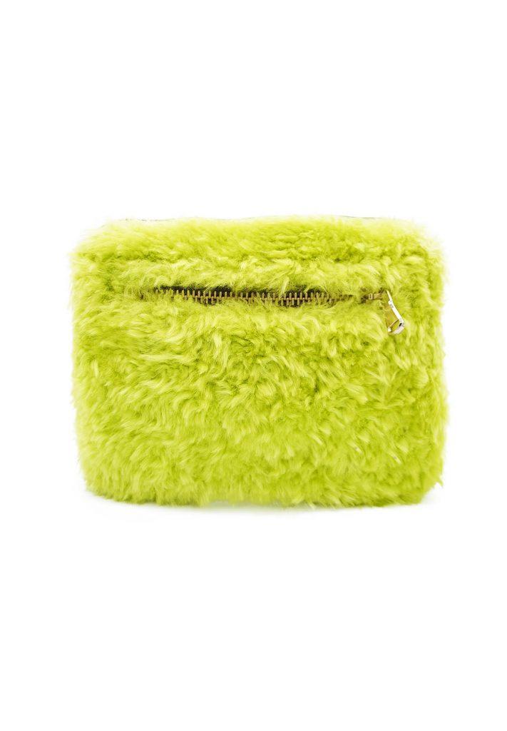 Gürteltasche aus Shearling in Neongrün