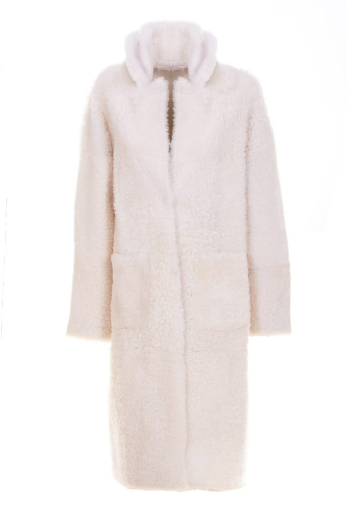 Mantel aus weißfarbenem Shearling