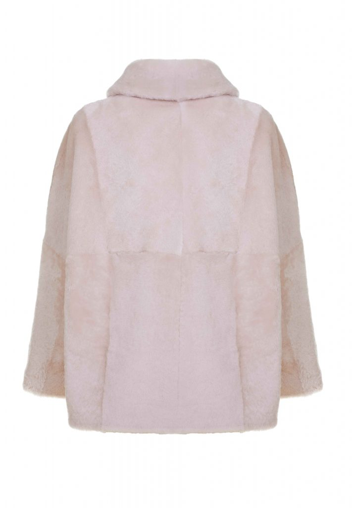 Hemd-Jacke mit Fledermausärmeln aus naturweißem Shearling