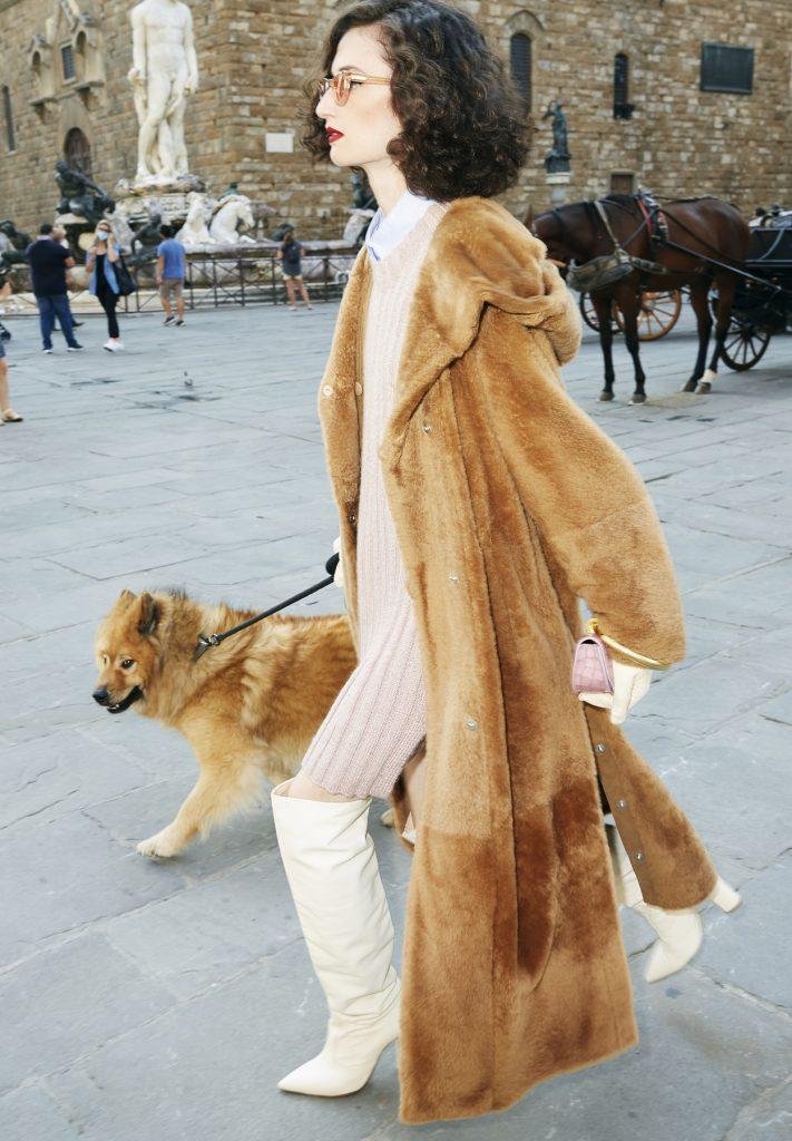 Mantel aus kamelfarbenem Shearling