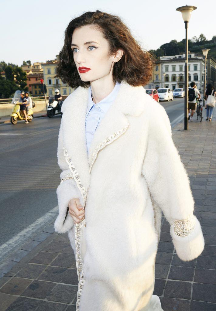 Mantel aus Perlmuttfarbenem Shearling