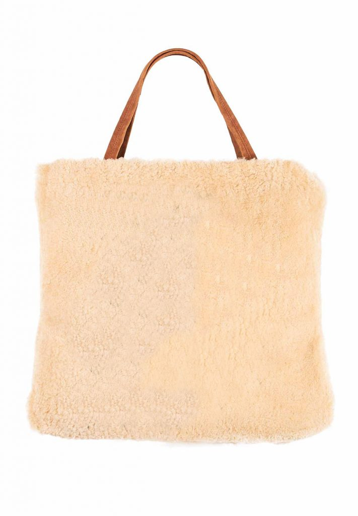 Spacious gold and camel-coloured bag in soft shearling