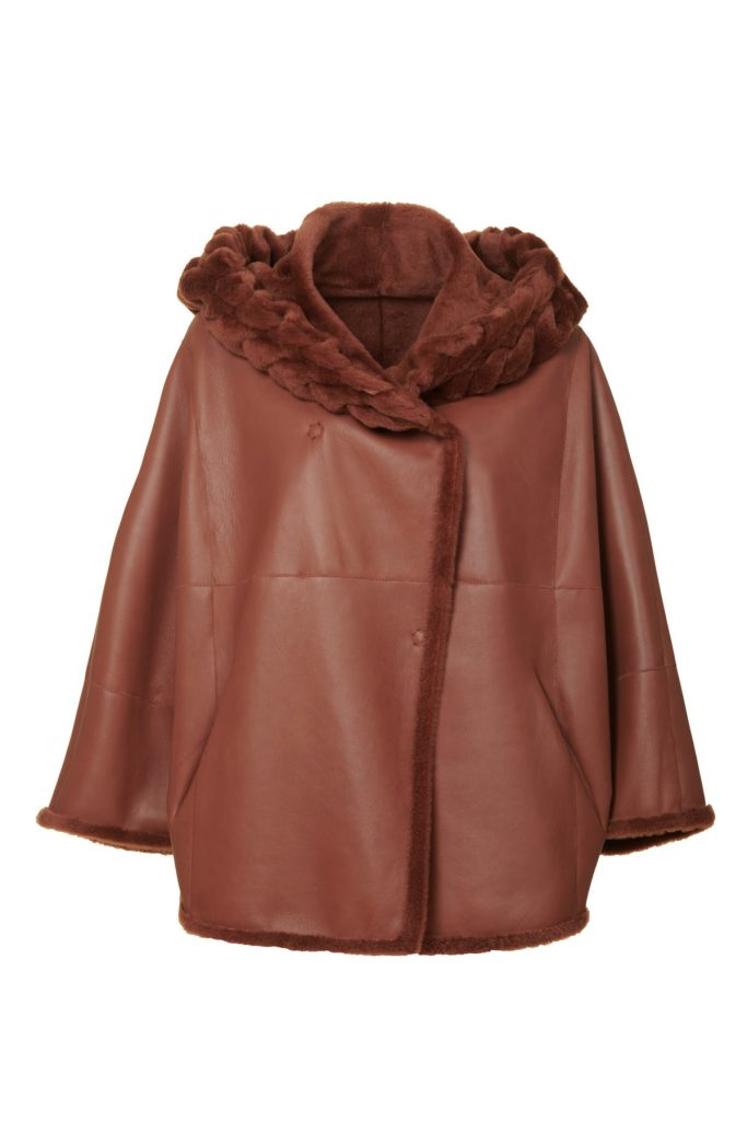 Elegant and romantic poncho-cape in shearling